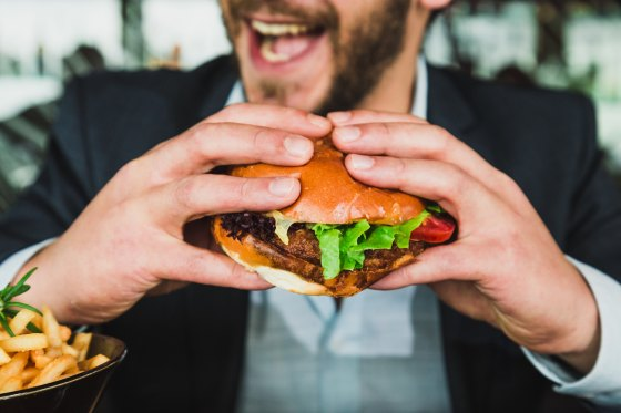 Lunch - Burger - sander-dalhuisen-715419-unsplash